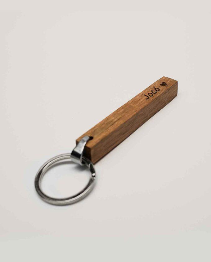 Egyedi kulcstartó fából